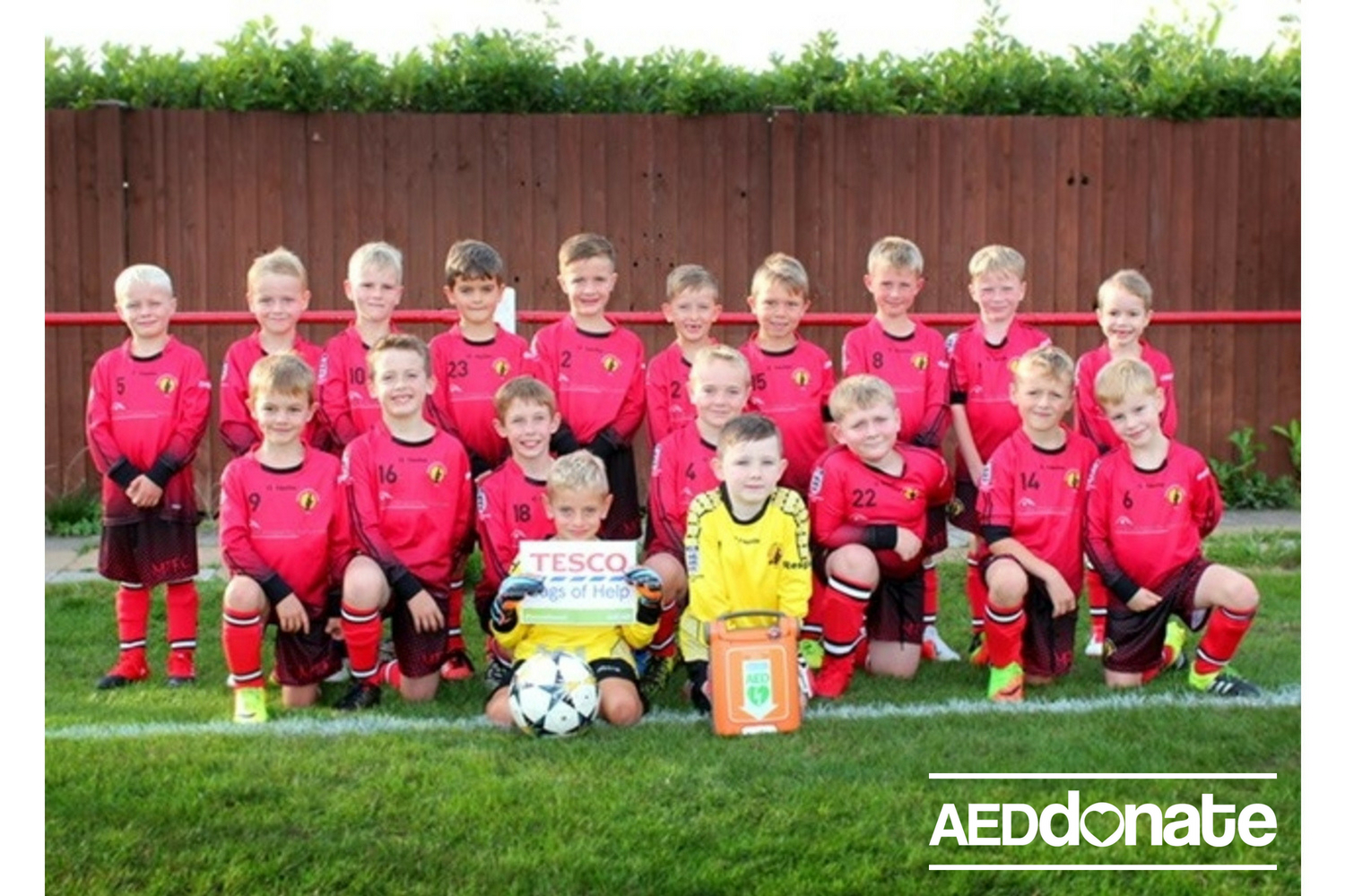 Life-saving defibrillator has been handed over to the Middlewich Town Football Club Under 8's